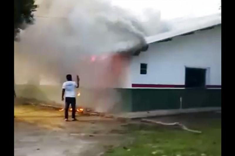 Resultado de imagem para Incêndio atinge escola municipal em Porto seguro