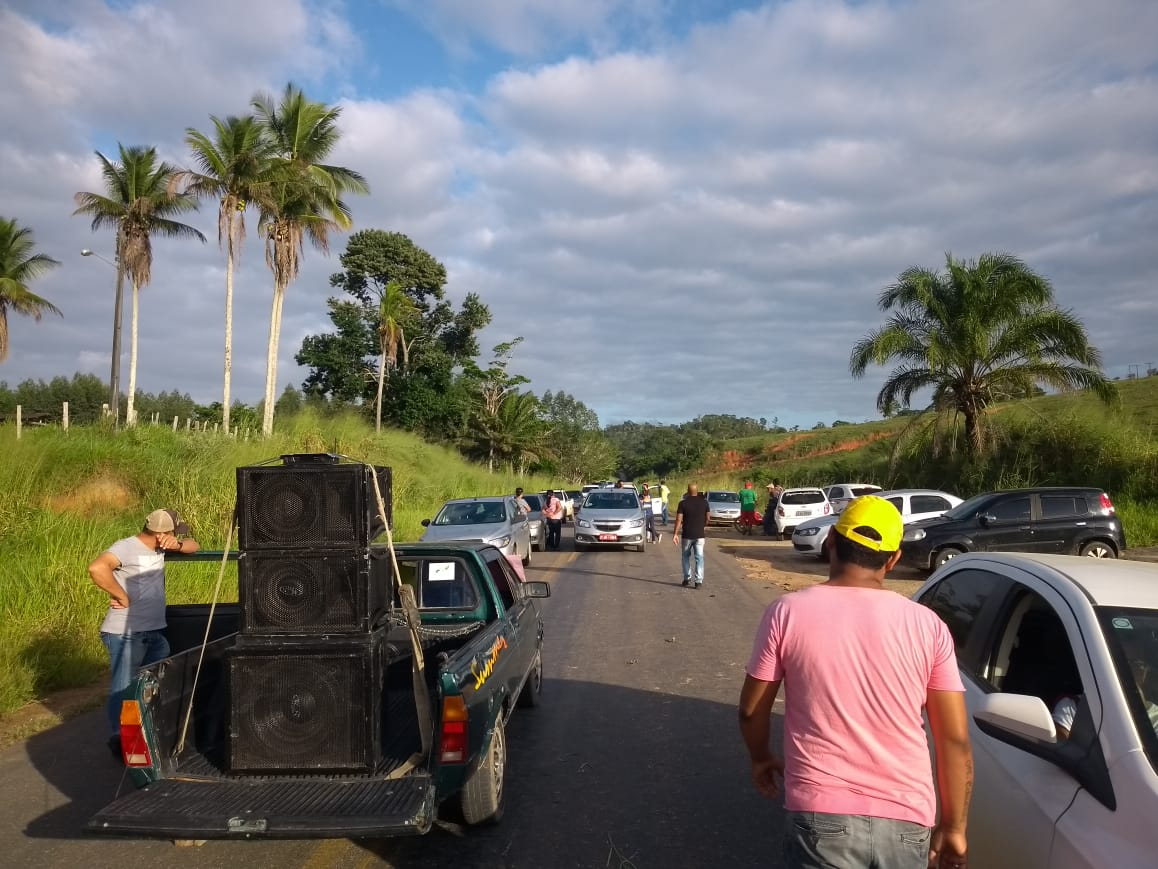Motoristas fecham BA-283 em protesto contra más condições da rodovia 2
