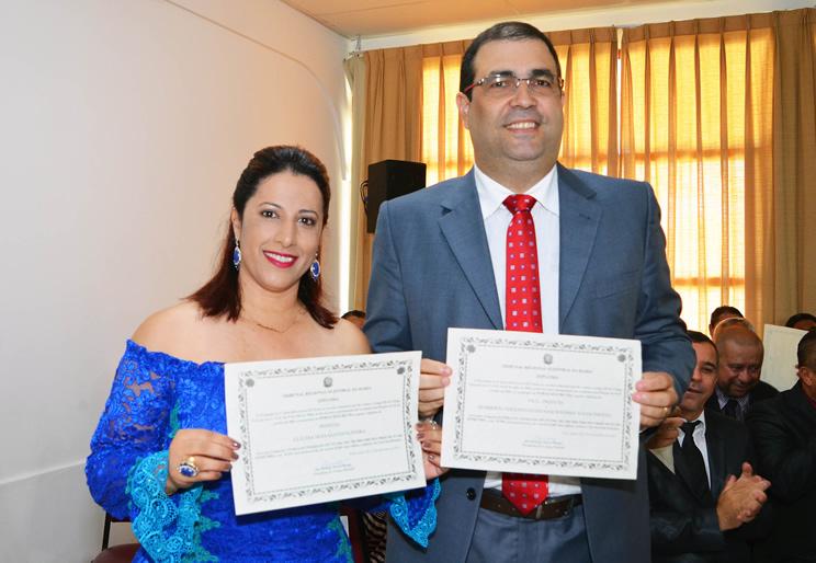 Claudia Oliveira e o vice, Beto Axe Moi , são diplomados para segunda gestão em Porto Seguro
