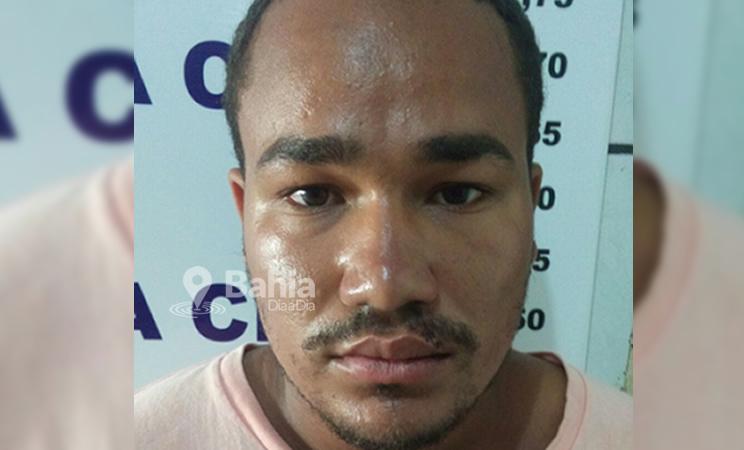 Acusado de cometer o crime foi preso em flagrante pela PM. (Foto: Bahia Dia a Dia)