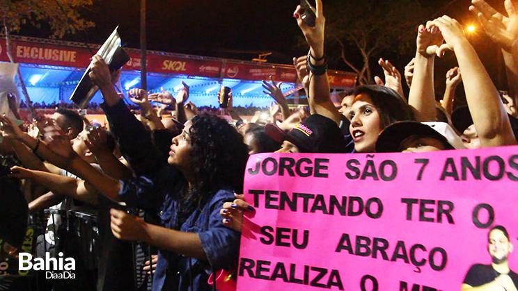Milhares de foliões lotaram o circuito do evento para ver a apresentação dos sertanejos. (Foto: Joziel Costa)