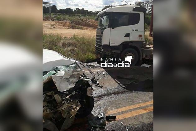 Dois veículos se envolveram no acidente (Foto: Reprodução/ Whatsapp)