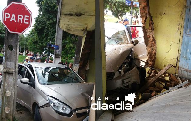 Veículo colidiu com a parede lateral do estabelecimento e ficou parcialmente destruída. (Foto: Reprodução/WHATSAPP)