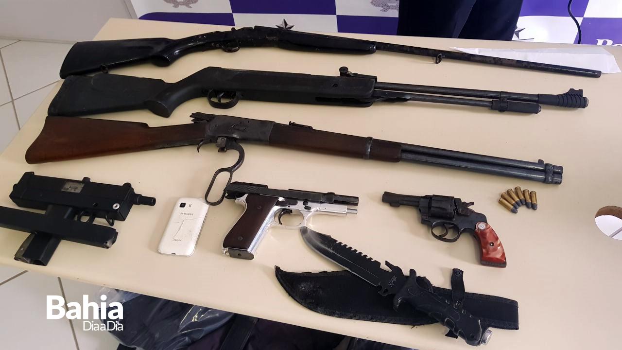 Armas usadas no crime foram apreendidas. (Foto: Alex Gonçalves/BAHIA DIA A DIA)