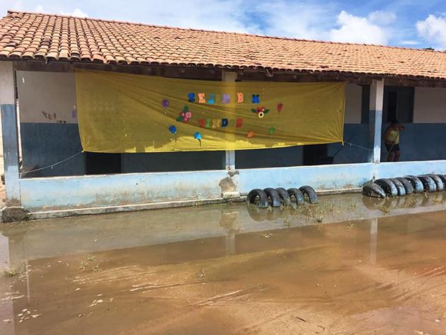 Instituições de ensino estão com estruturas físicas em condições precárias.(Foto:Reprodução/Facebook)