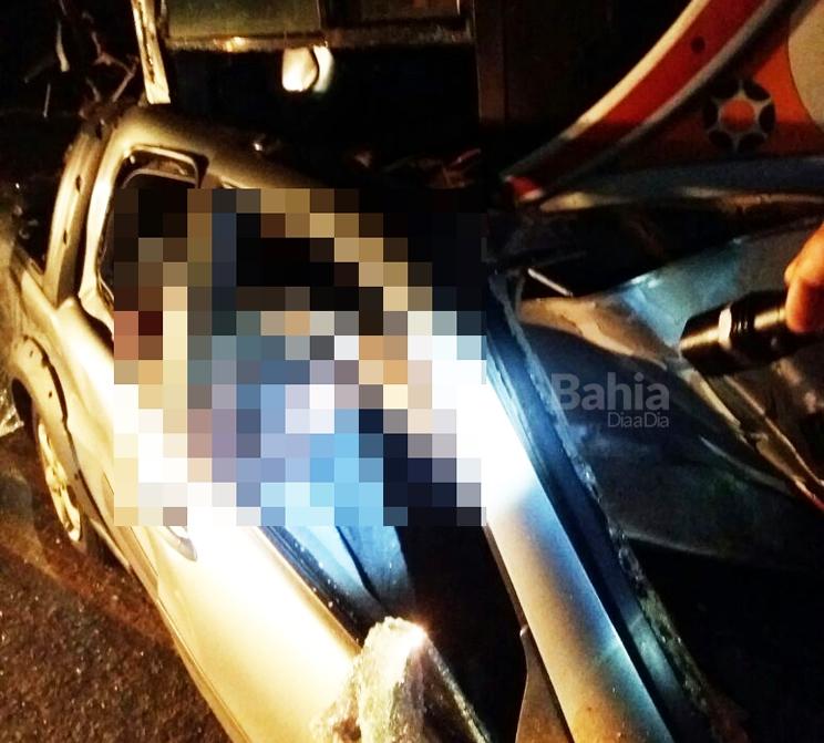Ocupantes do Fiat Strada morreram no local do acidente (Foto: Reprodução/Whatsapp)
