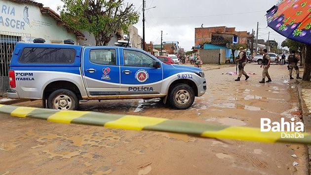 Jovem é morto a tiros em via pública em Itabela. (Foto: Alex Gonçalves/BAHIA DIA A DIA)