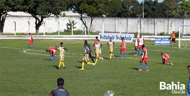 Itabela goleou sem dificuldades Teixeira de Freitas por 5 a 0 no Manzolão.(Foto: Clérison de Oliveira)
