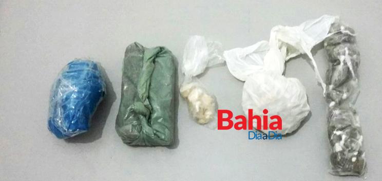 Polícia apreendeu drogas na casa do acusado. (Foto: BAHIA DIA A DIA)