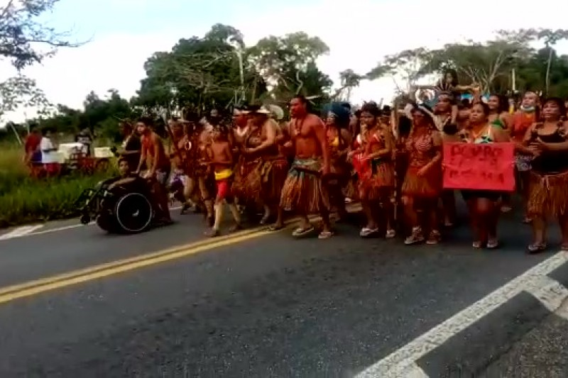 Indígenas bloqueiam BR-101 contra projeto que muda regras para demarcação de terras 18