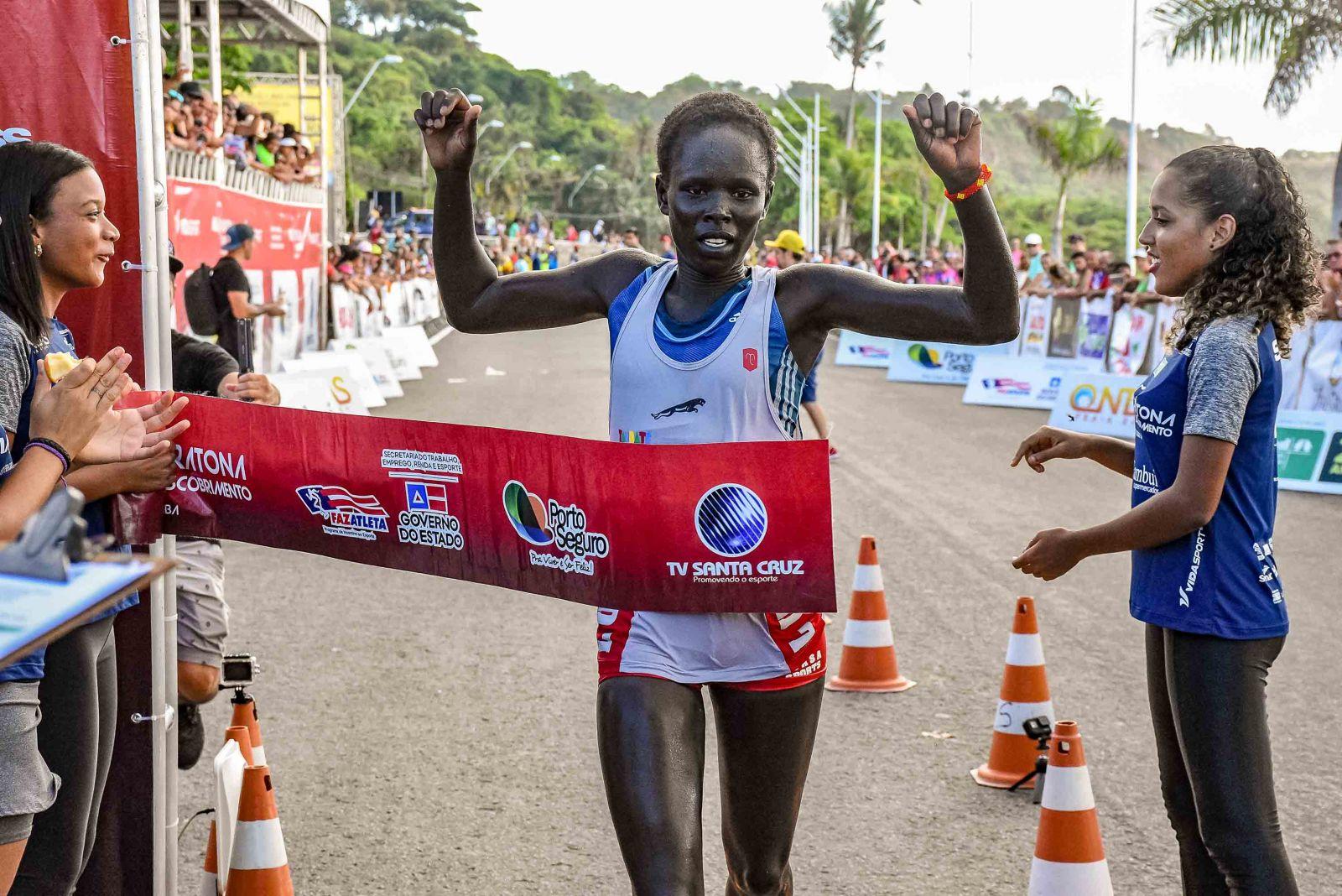 Keniana Sahron Chelmo, conquistou o primeiro lugar nas categorias de 21 KM feminina. (Foto: Ascom/Divulgação)