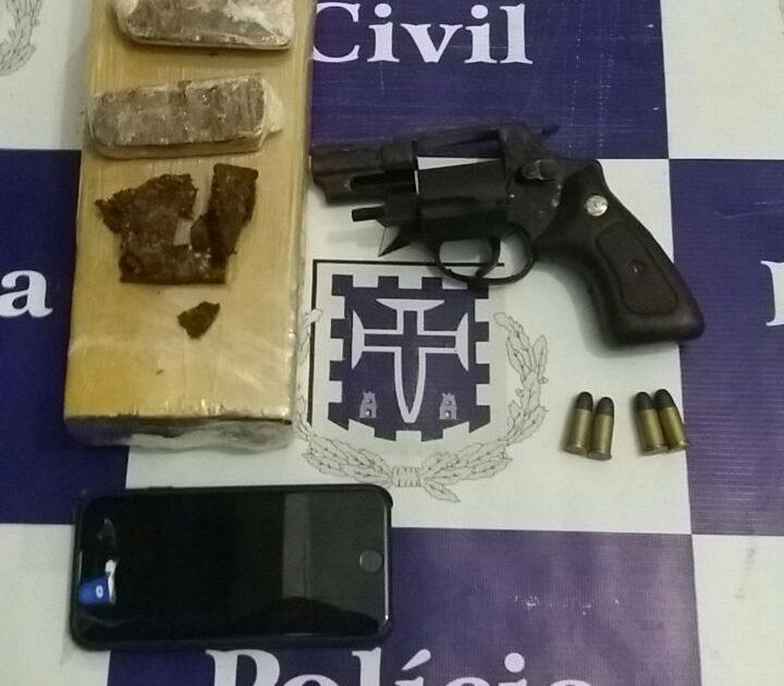 Drogas e ama estavam escondidas em um carrinho de bebê, diz polícia. (Foto: Reprodução/Whatsapp)