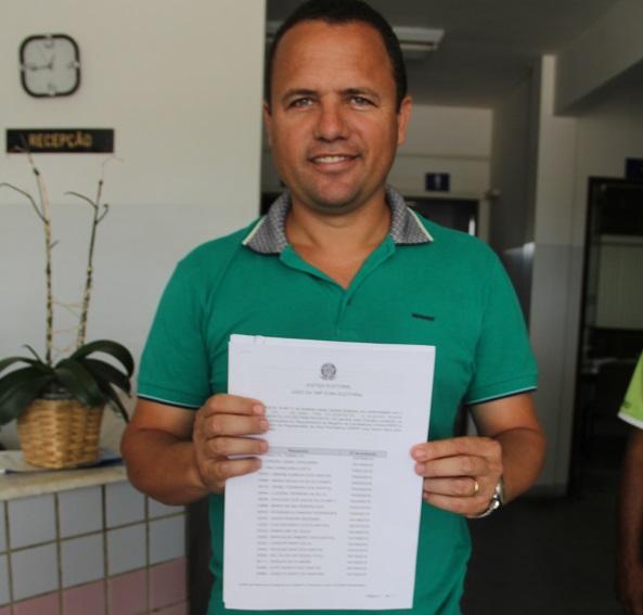 Kenoel Viana oficializa sua candidatura no Cartório Eleitoral