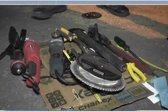 Materiais usados no momento do roubo à agência em Teixeira de Freitas, na BA — Foto: Reprodução/TV Santa Cruz
